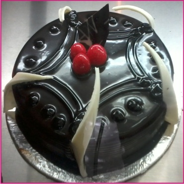 choco-truffle-cake-by-bakers-crown-gurgaon